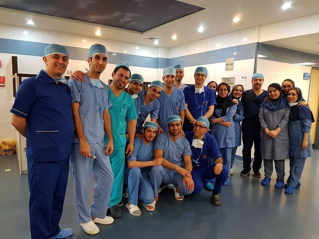 جراح زانو دکتر حمید رضا یزدی